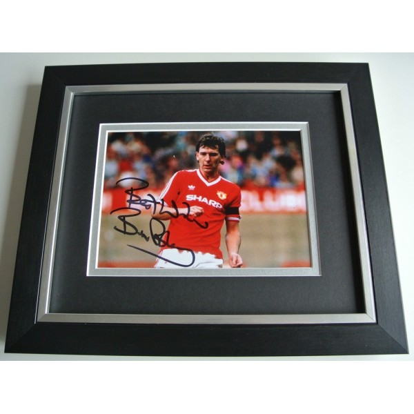 Bryan Robson SIGNED 10X8 FRAMED Photo Autograph Display Manchester United PROOF PERFECT GIFT