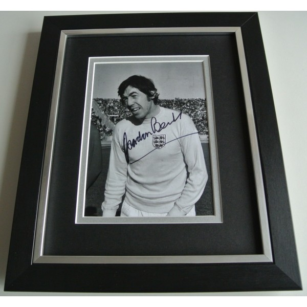 Gordon Banks SIGNED 10X8 FRAMED Photo Autograph Display England Football & COA PERFECT GIFT