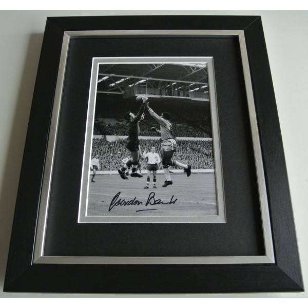 Gordon Banks SIGNED 10X8 FRAMED Photo Autograph Display England Football COA & AFTAL Memorabilia PERFECT GIFT