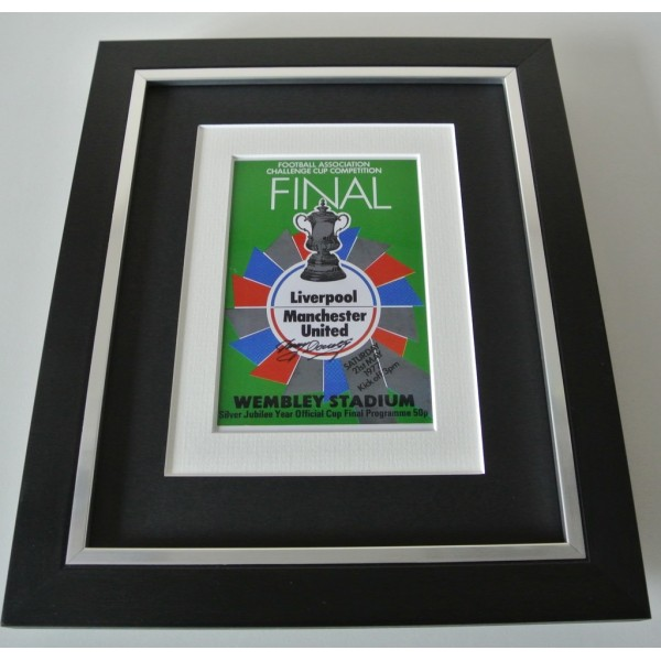 Tommy Docherty SIGNED 10x8 FRAMED Photo Autograph Display Man United FA Cup 77  PERFECT GIFT