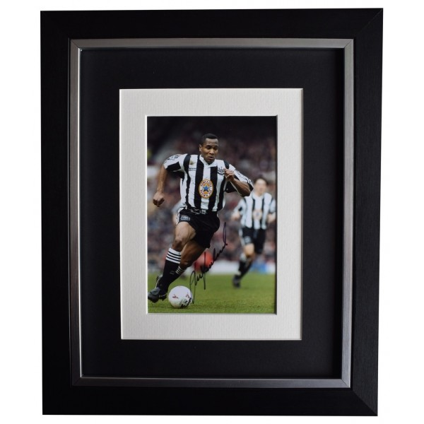 Les Ferdinand SIGNED 10x8 FRAMED Photo Autograph Display Newcastle Football  AFTAL  COA Memorabilia PERFECT GIFT