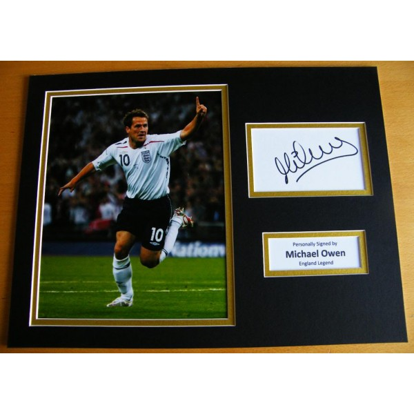 MICHAEL OWEN GENUINE HAND SIGNED AUTOGRAPH 16x12 PHOTO MOUNT ENGLAND & COA
